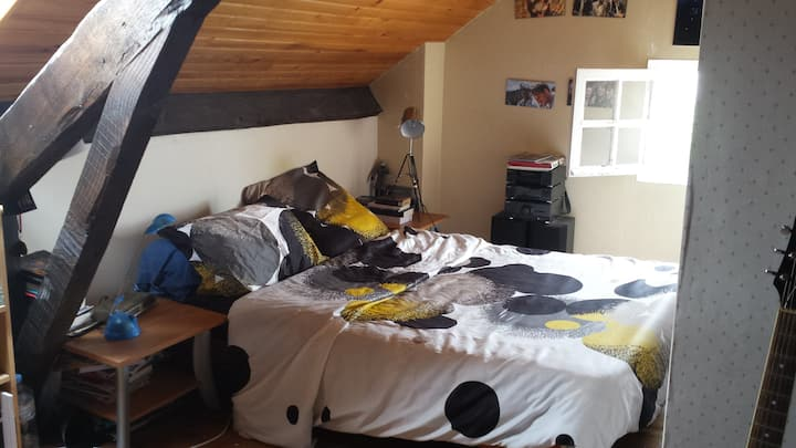 chambre avec grand lit, aurillac