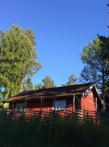 Cosy cottage with nice lakeview. - Öland - Ξυλόσπιτο