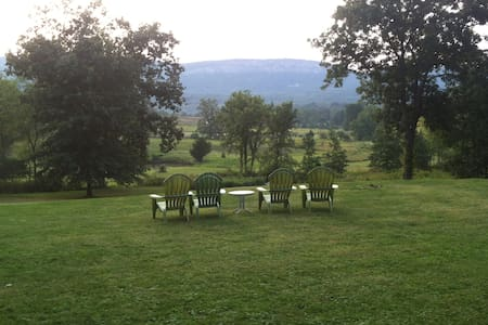 Enthusiastic Spirits/The Green Room - New Paltz - Bed & Breakfast