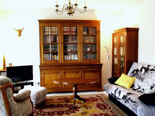 Appartement F2 calme dans résidence.