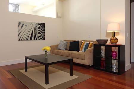Modern Condo 5 mins To Manhattan! - Long Island City - Apartment