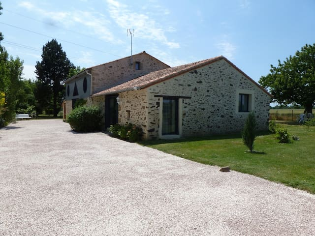 Gîte rural 8 à 10 pers. 160 m² sur jardin 3000 m² - Les Cerqueux-Sous-Passavant - Hus