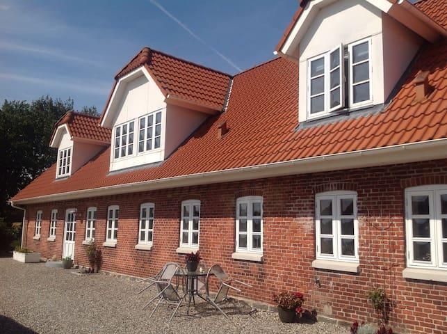 Hus i landlige omgivelser - Tjele - Casa