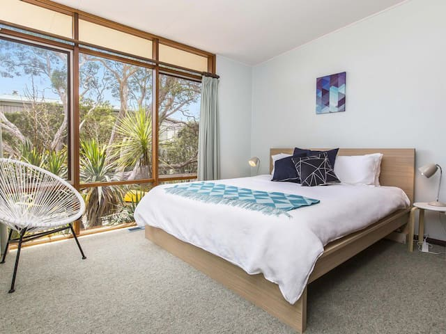 "Master bedroom with King size bed. ""The living spaces and bedrooms were stylish and very comfortable, perfectly decorated for such a mid century modern gem of a house!"" James, March 2016."