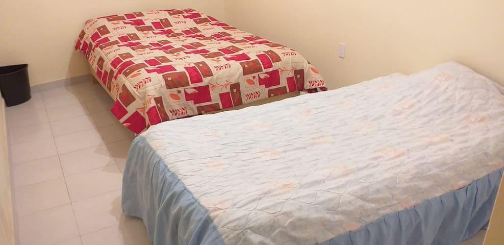 Habitación 2 camas en depto amueblado compartido
