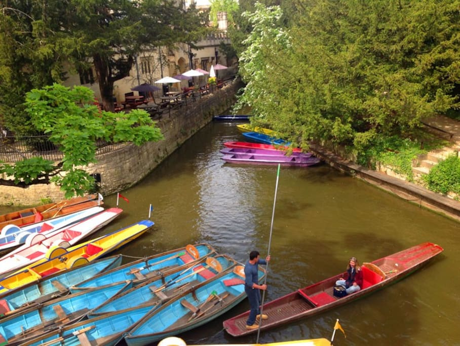 Magdalen Bridge-10 minutes' walk from the flat