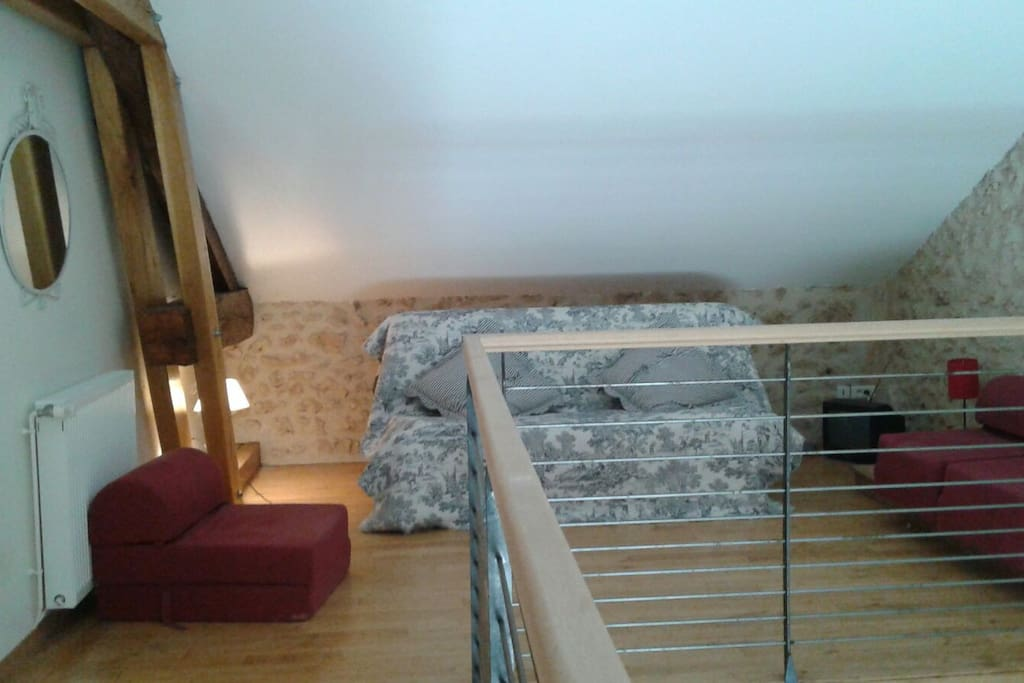 Canapé lit dans la mezzanine, à côté de la chambre chambre du haut côté jardin