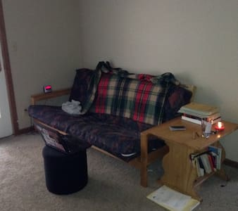Studio Apartment, 5 minute walk from campus - West Lafayette