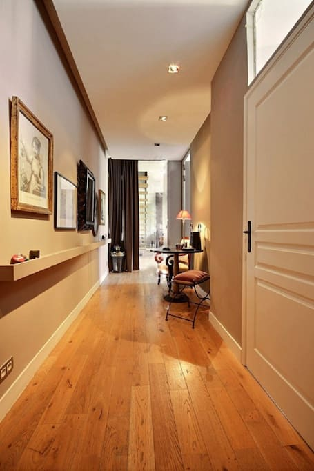 Entrance: The 10 square meters entrance hall leads directly to the living room, the bedroom #4 and the bathroom #3.