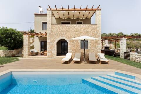 Villa Nicolas-Luxury Home ~ Enjoy nature and Quitness close to Plaka Village