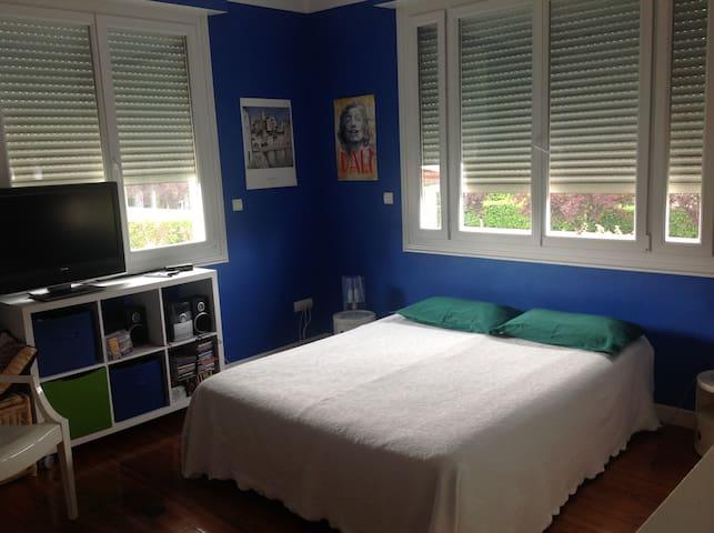 Dans confortable maison, 1 chambre...(FR1HL6L1)