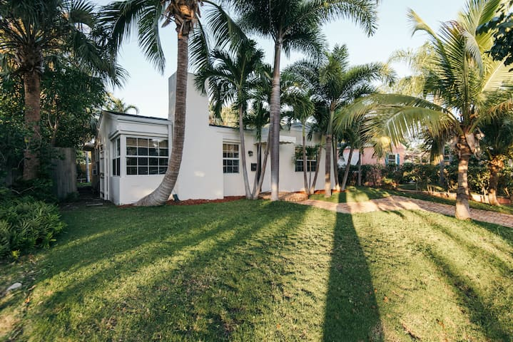 Elegant 2 bedroom cottage on Intercostal. - Palm Beach Oeste - Casa