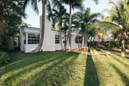 Elegant 2 bedroom cottage on Intercostal. - West Palm Beach - Hus