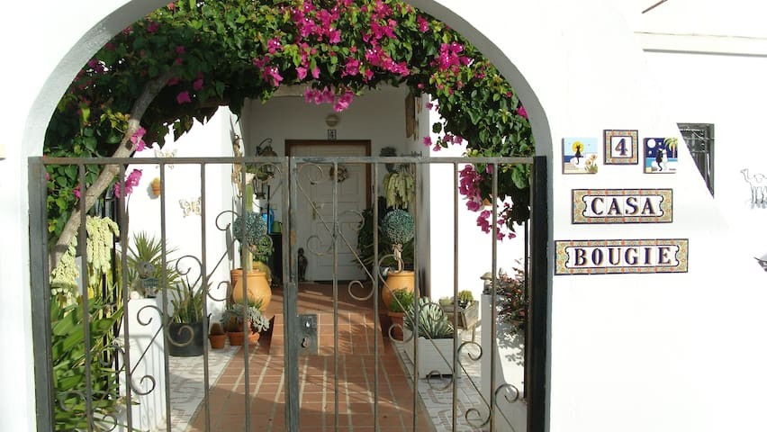 Boutique style spacious room for 1 or two people - Tías - Bed & Breakfast