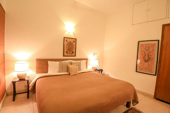 Deluxe Luxury Room In Gulmohar  Park