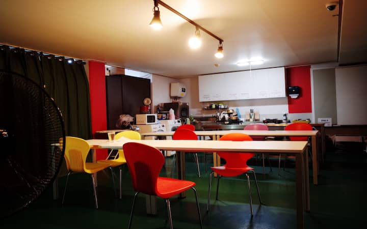 #1min.Subway  #6bed private room #downtown #203