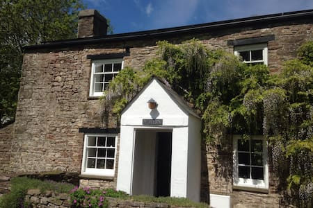 Romantic rural retreat - Llangynidr