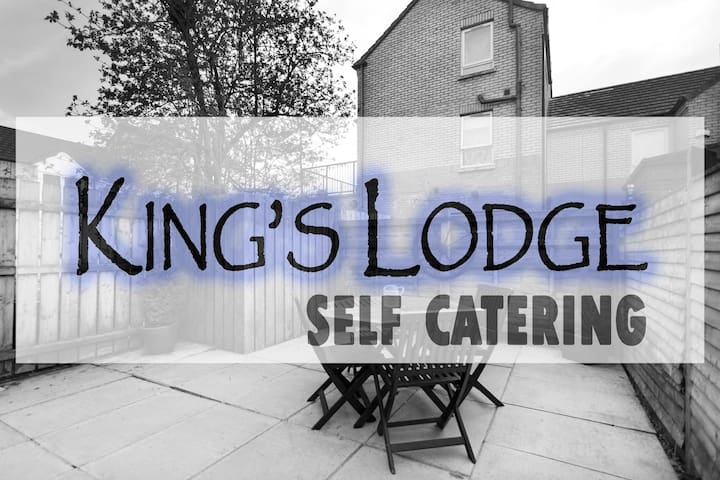 KING'S LODGE - 2 bedroom- Free Wifi & Netflix