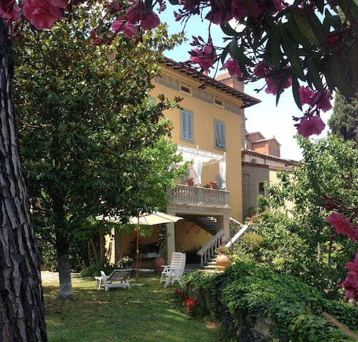Rose Room  B&B Villa Carlotta in Tuscany