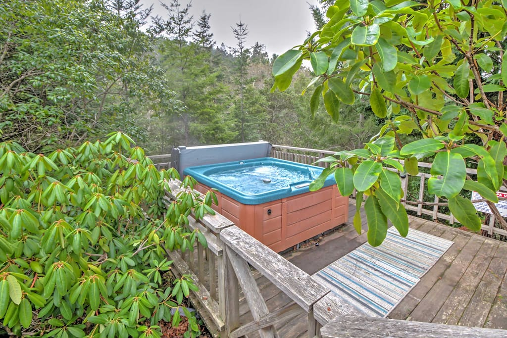 Take a soothing soak as you're surrounded by lush redwood trees.