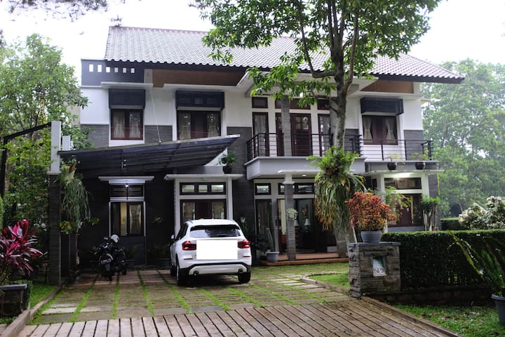 Villa Big Garden Rancamaya Golf by HomeyLand