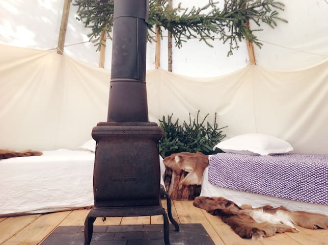 Glamping Tepee by the woods - Southbridge - Tepee