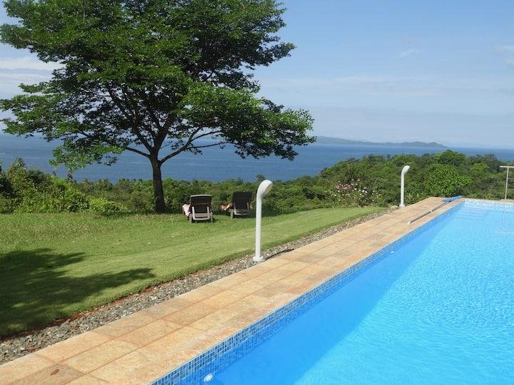 Cozy, modern jungle cabin with beautiful sea view