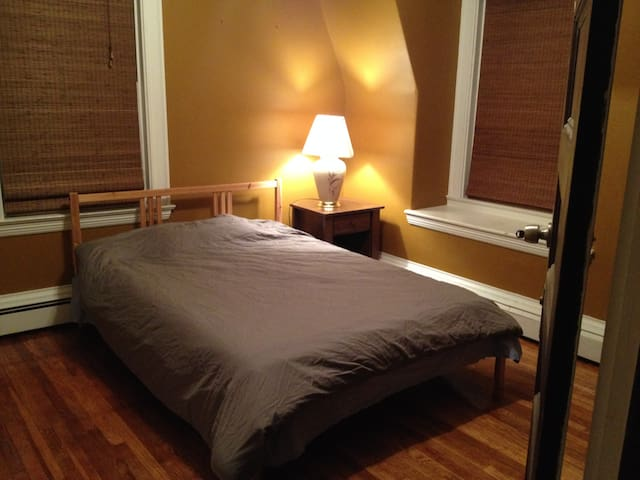Large, Bright, Furnished Private Room In Quincy - Quincy - House