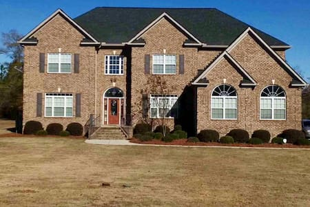Traditional 5 bedroom 5 bath home - Hephzibah - House