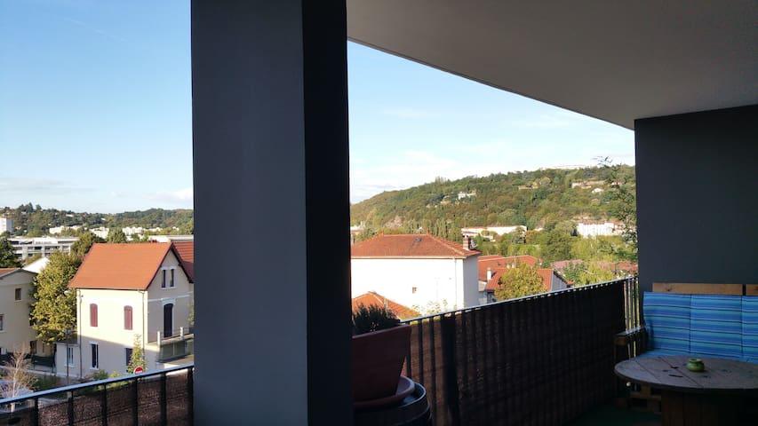 Petit appart neuf, lumineux avec un grand balcon - Saint-Romain-en-Gal - Lägenhet