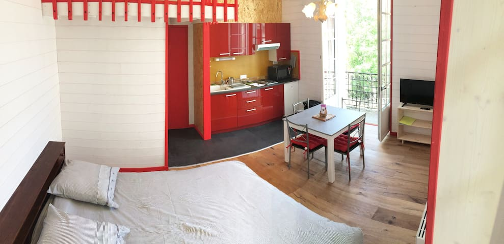 Studio rénové dans résidence calme