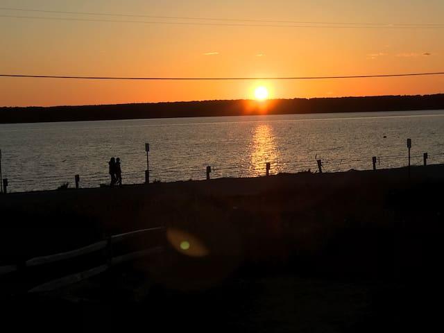 vintage Cape Cod getaway waterview