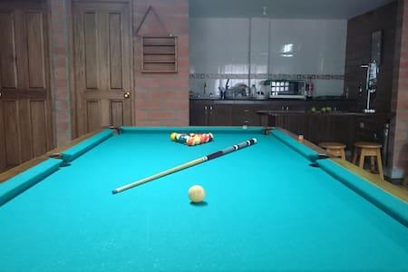 Espectacular finca, billar, ping pong, futbol - Guarne - Haus