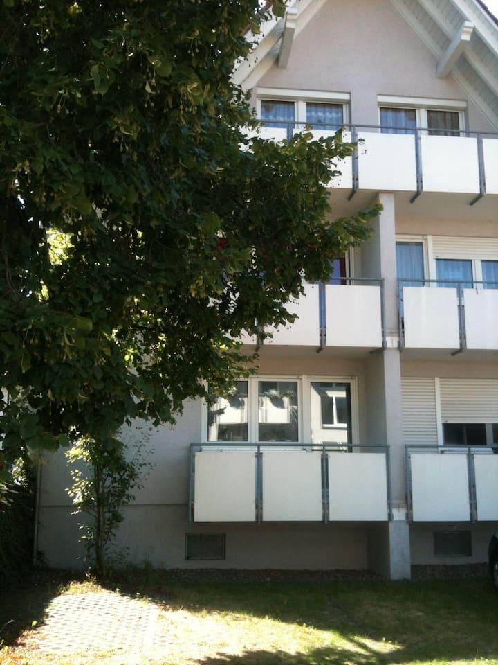 Schönes, ruhiges  Apartment mit Balkon und Piano