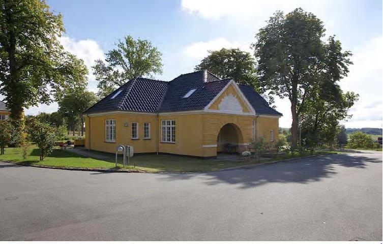 Nice house in historic surroundings - Værløse - House