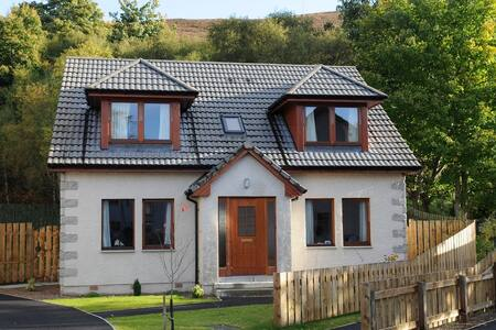 Highland Escapes - Ullapool - Hus