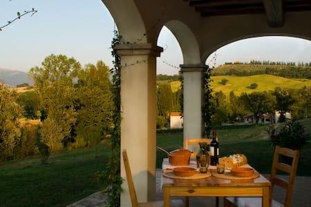 Appart. Peonia, Borgo le Capannelle - Castel Ritaldi - Apartemen