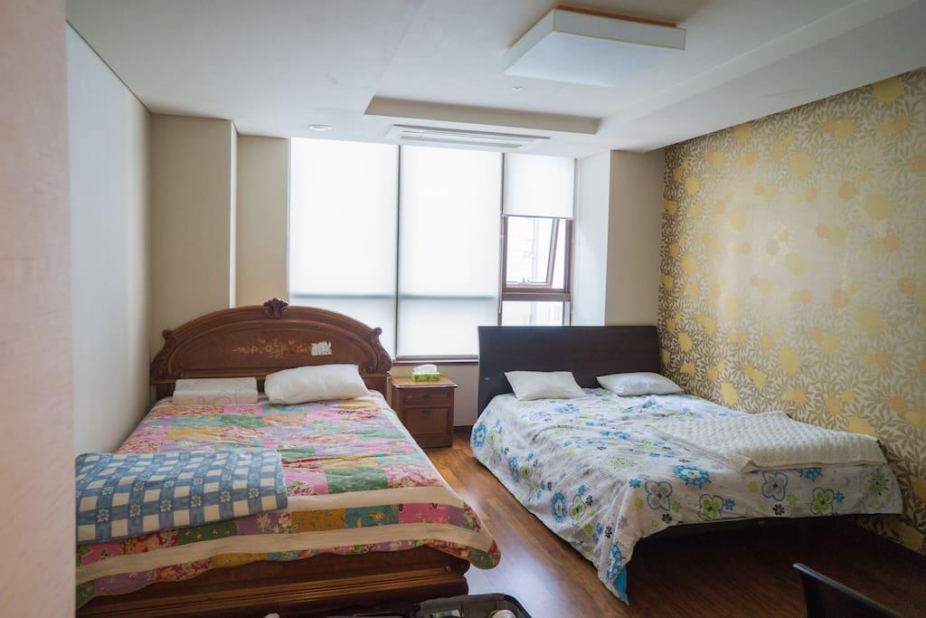 Bed Room. 2 queen size beds.