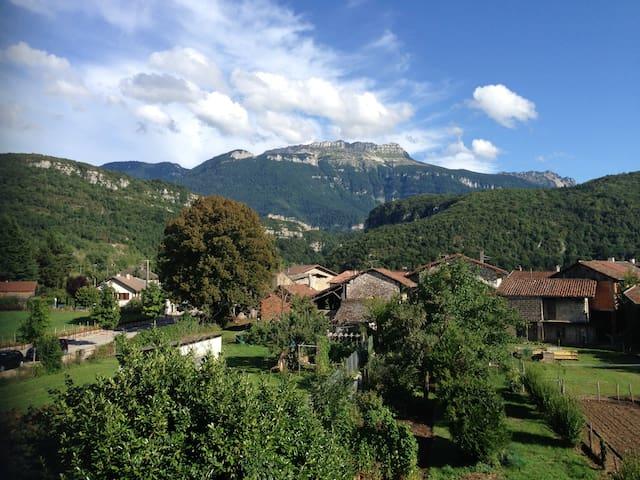 App. moderne face aux montagnes - Saint-Étienne-de-Crossey - Apartment