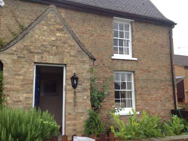 Lovely old farmhouse near Ely & Cambridge, room 1