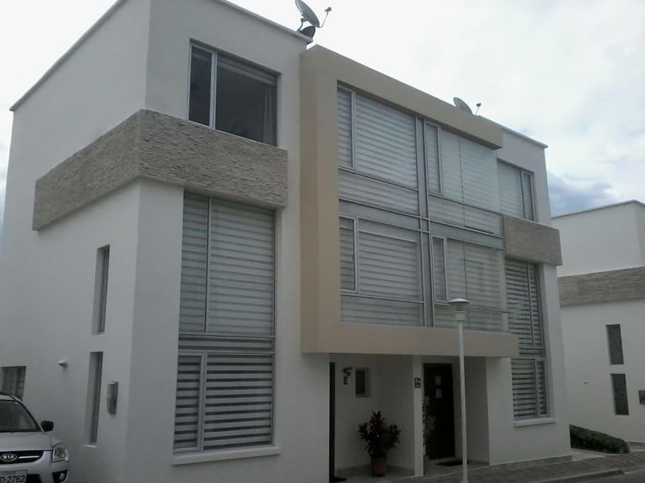 New and modern house. 3 Floors.