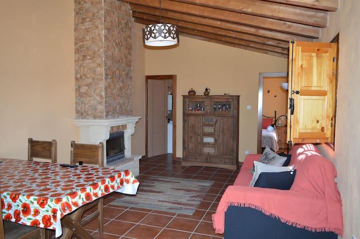 Noche en casita rústica con bodega - Pajares de los Oteros - Huis