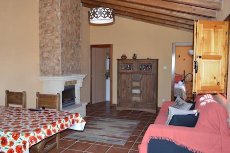 Noche en casita rústica con bodega - Pajares de los Oteros