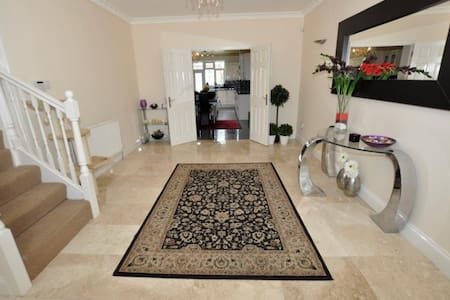 Spacious Large Room, close to tube - Uxbridge - Casa