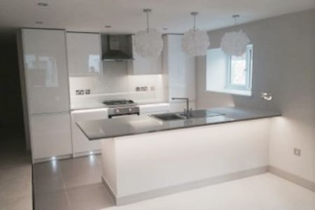 Professionals dream studio in leafy town chertsey - Chertsey - Apartmen