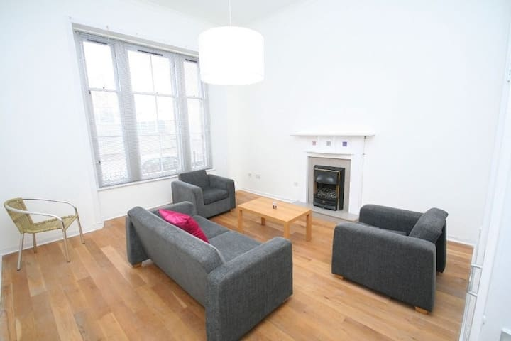 Central Location-Bright Double Rm! - Glasgow - Apartamento
