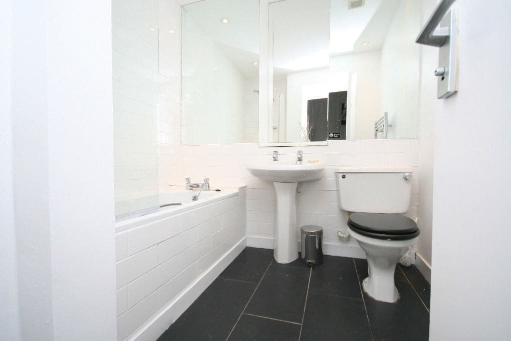 Clean, bright and spacious shared bathroom