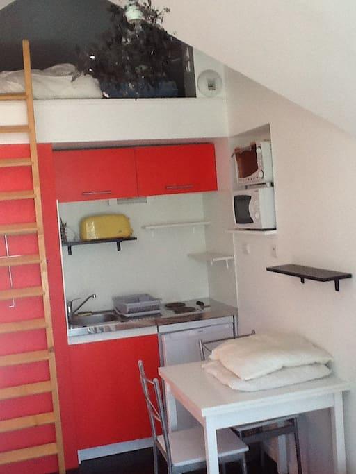 studio avec mezzanine flats for rent in ploemeur bretagne france. Black Bedroom Furniture Sets. Home Design Ideas