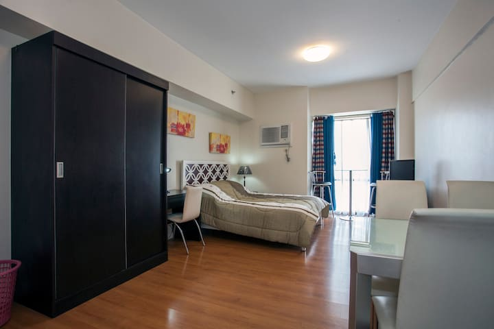 Cozy Studio Unit at Eton Baypark