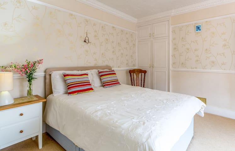 Spacious Family En Suite Room B&B Town Centre - Burnham-on-Sea - Bed & Breakfast